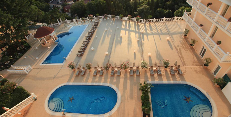 Три бассейна - Официальный сайт отеля Вилла ИваМария в Алуште в Республике Крым